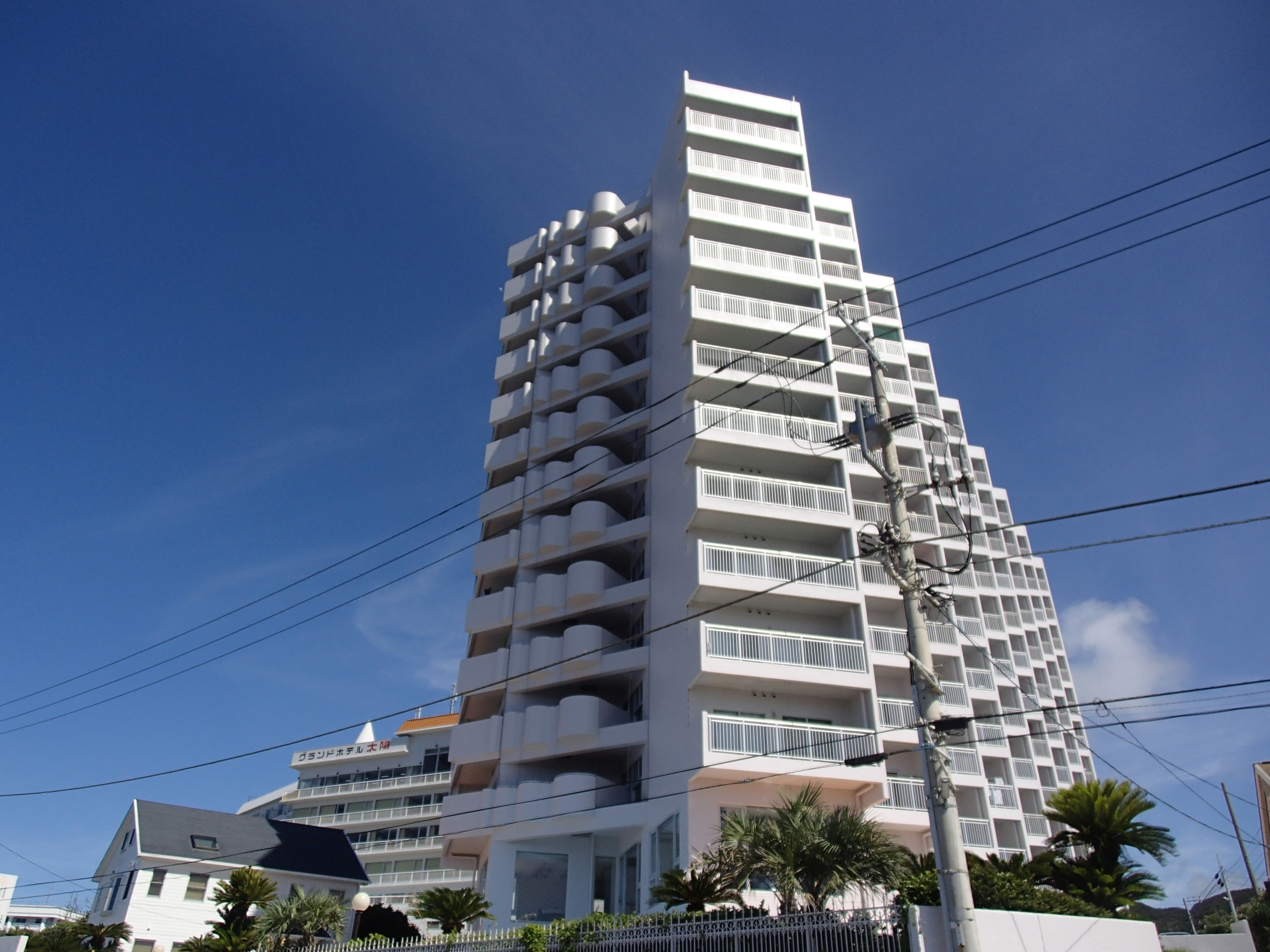 南房総最南端の野島崎灯台を望む高層階