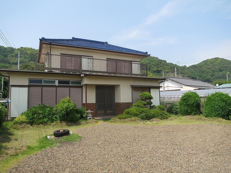 和田町白渚の人気サーフスポット目の前の大型住宅