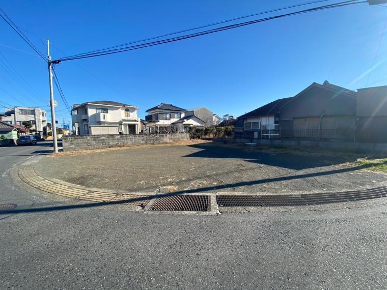 【南房総・館山市】住宅・事業用地に適、通りに面した角地の土地